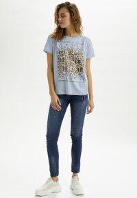 Cream - CRYARNA - T-shirt imprimé - cashmere blue - 1