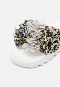 Colors of California - SLIDE MULTI FLOWERS - Mules - white - 7