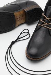 Apple of Eden - BRUNA - Kotníková obuv - black - 5