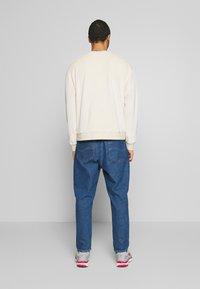 Topman - UNISEX CREW - Sweatshirt - stone - 2
