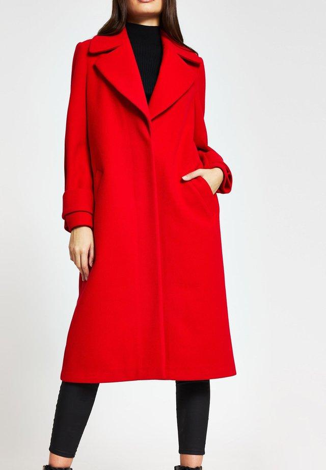 Mantel - red
