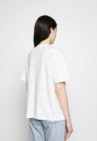 Nike Sportswear - TEE - T-shirt med print - light bone - 2