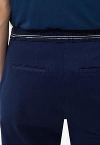BRAX - STYLE MARON - Pantalon classique - indigo - 4