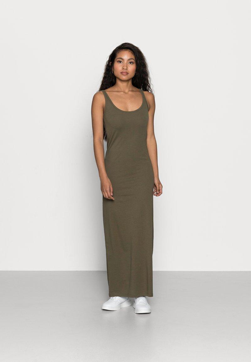 VMNANNA ANCLE DRESS PETITE 9 PACK   Maxikleid   ivy green/black