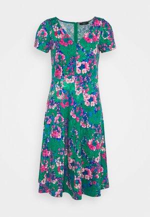 NICE - Žerzejové šaty - smaragdgrun