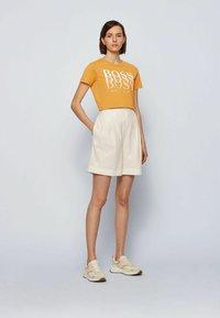 BOSS - T-Shirt print - open yellow - 1