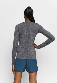 ASICS - RACE SEAMLESS - Camiseta de deporte - dark grey melange - 2