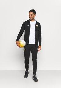 New Balance - AS ROMA TRAVEL ZIP THRU HOODY - Club wear - black - 1