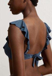 OYSHO - MIT VOLANTS  - Bikini-Top - blue - 2