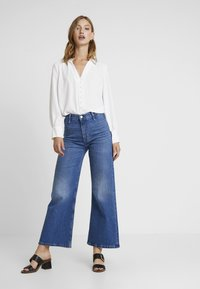 Forever New - BUTTON FRONT RELAXED BLOUSE - Blouse - porcelain - 1