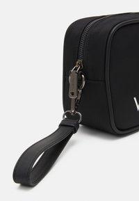 Valentino Bags - KYLO SOFT COSMETIC CASE UNISEX - Accessoire de voyage - nero - 4