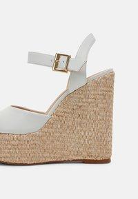 Cosmoparis - JAMEA - Platform sandals - blanc - 6