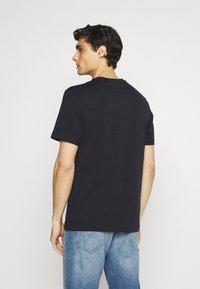 Lacoste - Print T-shirt - abimes - 2