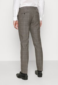Selected Homme - SLHSLIM CHECK SUIT SET - Completo - sand - 5