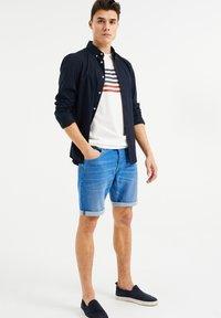 WE Fashion - Jeans Shorts - bright blue - 1