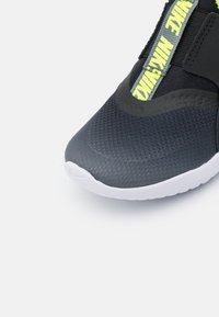 Nike Performance - FLEX RUNNER UNISEX - Obuwie do biegania treningowe - smoke grey/volt/black/white - 5