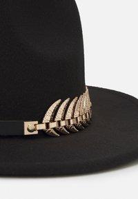 Uncommon Souls - GOLD LEAF TRIM FEDORA UNISEX - Hat - black - 3