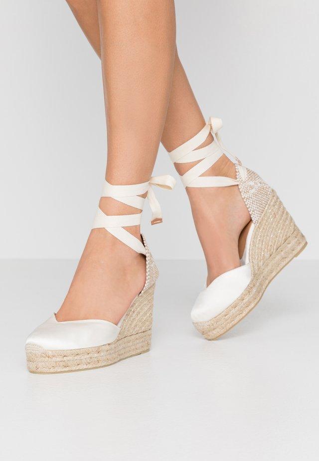 CHIARA  - Sandály na vysokém podpatku - crudo