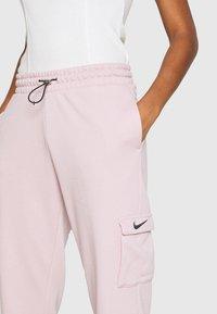 Nike Sportswear - PANT - Teplákové kalhoty - champagne/white - 4