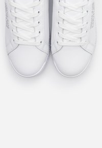 Versace Jeans Couture - Sneaker low - bianco ottico - 6