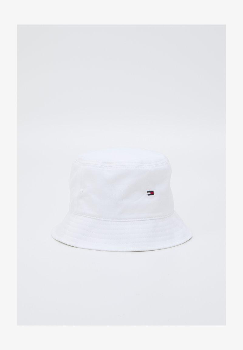 Tommy Hilfiger - FLAG BUCKET HAT UNISEX - Hat - white