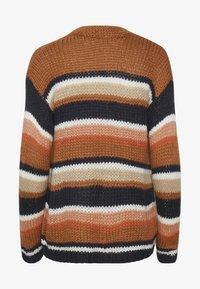 brown / blue stripe
