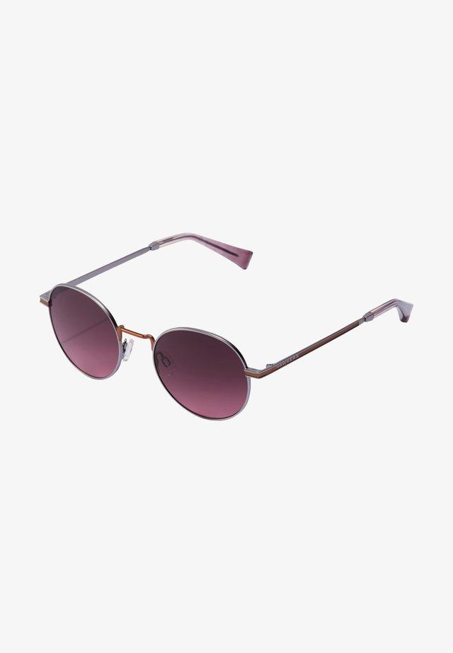 MOMA - Solglasögon - red/purple