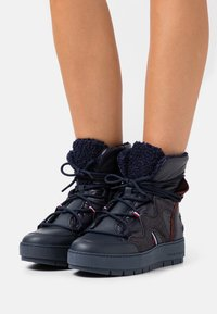 Tommy Hilfiger - Lace-up ankle boots - desert sky - 0