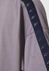 Reebok - EASY CROP - Print T-shirt - grey - 2