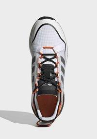 adidas Originals - ZX 2K BOOST PURE - Tenisky - ftwr white grey three orange - 3