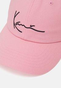 Karl Kani - SIGNATURE UNISEX - Cap - rosé - 3