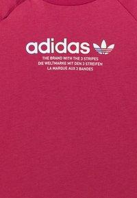 adidas Originals - TEE UNISEX - Print T-shirt - pink - 2