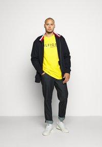 Tommy Hilfiger - GLOBAL STRIPE ZIP THROUGH - Zip-up hoodie - blue - 1