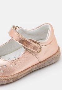 Primigi - Ballerina's met enkelbandjes - rame - 5