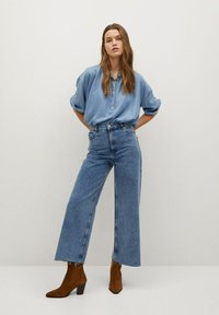 Mango - CAROLINE - Flared Jeans - middenblauw - 1