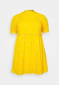 Vero Moda Curve - VMASTA 2/4 DRESS  - Denní šaty - saffron/birch - 5