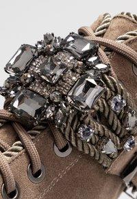 Alma en Pena - Platform ankle boots - crosta taupe - 2