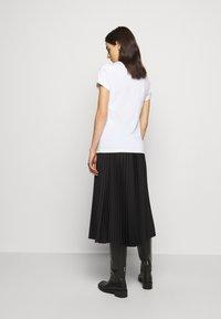 HUGO - THE SLIM TEE - Camiseta básica - white - 2