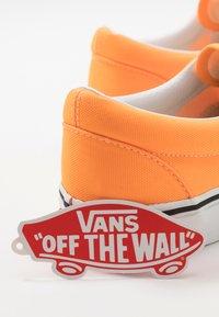 Vans - ERA - Trainers - blazing orange/true white - 5
