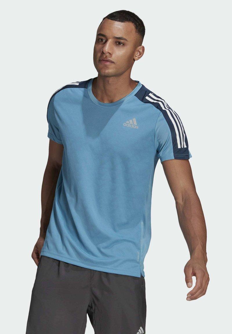 adidas Performance - OWN THE RUN 3-STRIPES RUNNING T-SHIRT - T-shirt med print - blue