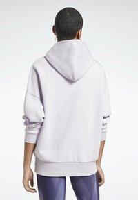 Reebok - OVERSIZED WORKOUT HOODIE - Hoodie - purple - 2