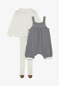 Petit Bateau - ENSEMBLE BABY SET - Overall /Buksedragter - white - 3