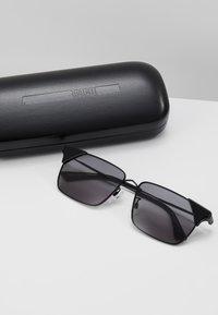McQ Alexander McQueen - Sunglasses - black/smoke - 3