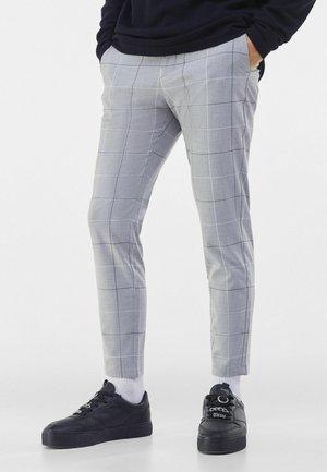 TAILORED - Chinot - light grey