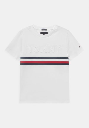 EMBOSSED TEE  - T-shirt z nadrukiem - white
