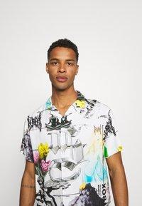 PRAY - MASH UNISEX  - Print T-shirt - multi coloured - 3