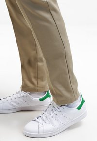 Dickies - 872 SLIM FIT WORK PANT - Pantalones chinos - beige
