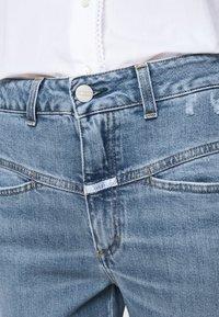 CLOSED - PEDAL PUSHER - Jean slim - mid blue - 4
