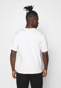 adidas Originals - PREMIUM TEE UNISEX - T-shirt basic - off-white - 2