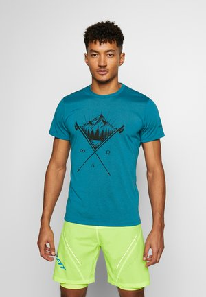 TRANSALPER GRAPHIC TEE - Print T-shirt - mykonos blue